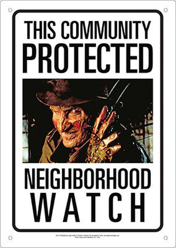 Sinalética Freddy Krueger Neighborhood Watch Tin Sign 30 cm