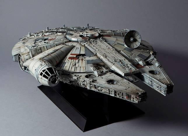 Star Wars Episode IV Perfect Grade Plastic Model Kit 1/72 Millennium Falcon