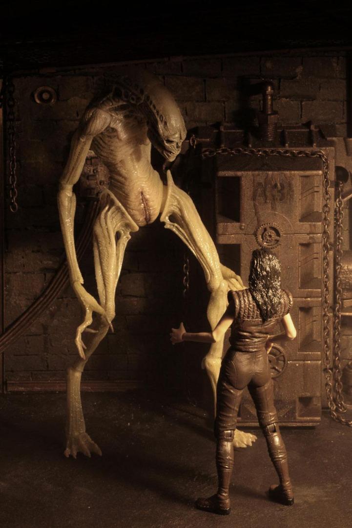 Alien Resurrection Deluxe Action Figure Newborn 28 cm