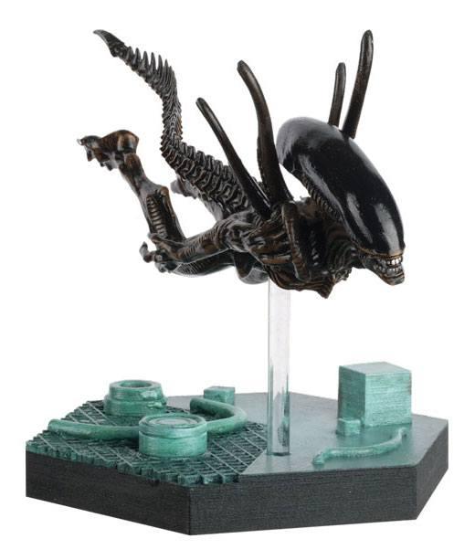 The Alien & Predator Figurine Collection Swimming Xenomorph 15 cm