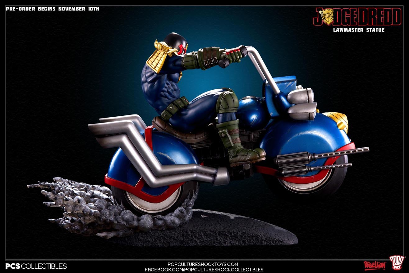 Judge Dredd on Lawmaster Statue