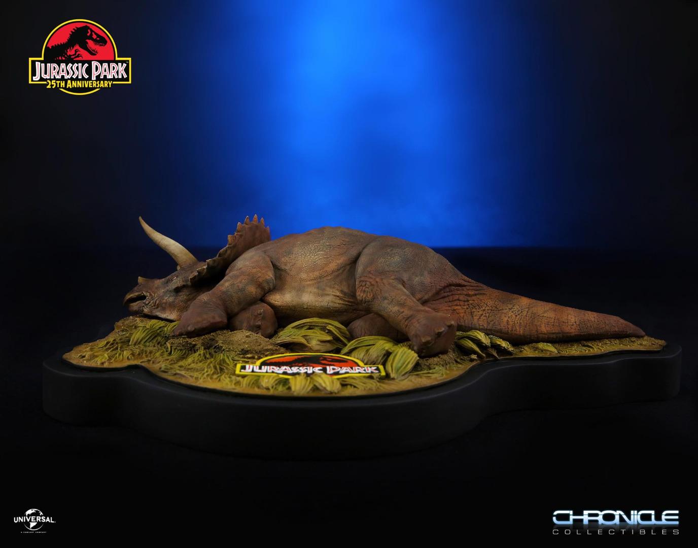 Jurassic Park: Sick Triceratops - 1:35 Scale Diorama